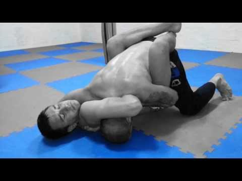 Giljotina i izlaz (Guillotine choke and escape)
