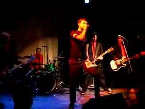 Ryan Noble (DESA) sings Search & Destroy - Punk Rock Karaoke
