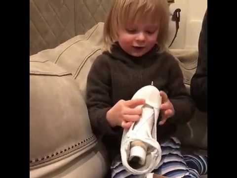 Яна Рудковская и Евгений Плющенко подарили сыну его первые фигурные коньки