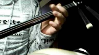 たまに弾きます。エレキを使ってみました。