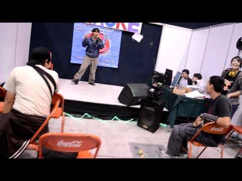 friki cantando en el karaoke cjmc 39