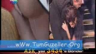 Sibel Can Ayağı Takılınca Frikik Veriyor! 'Tumguzeller.Org'