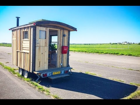 Tiny workplace on wheels can make each day at the office different!