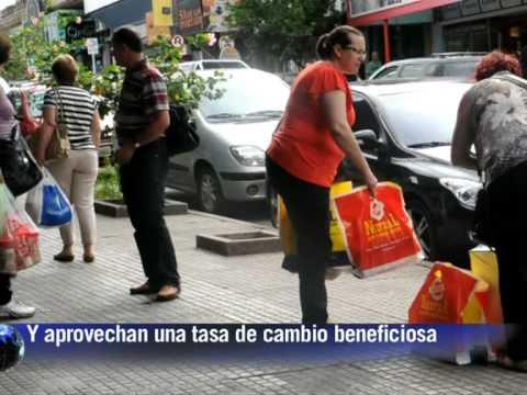 """Brasileños cruzan a comprar a los """"free shop"""" de Uruguay"""
