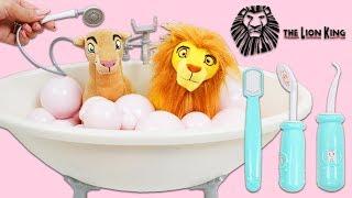 Disney Lion King Simba and Nala Go to Groomer for a Bubble Bath & Hair Styling!
