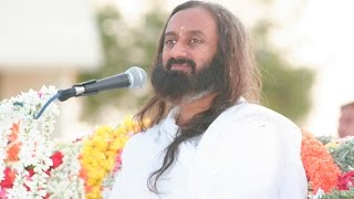 唱場的靈魂人物Guruji at  outdoor Satsang 20,Feb,2006 after Silver Julibee