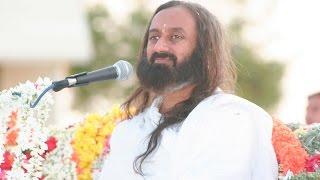 唱場的靈魂人物Guruji at  outdoor Satsang