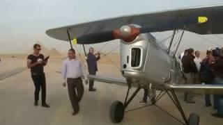 الأهرامات تستقبل طائرات كلاسيكية تحلق فوق القارة الأفريقية
