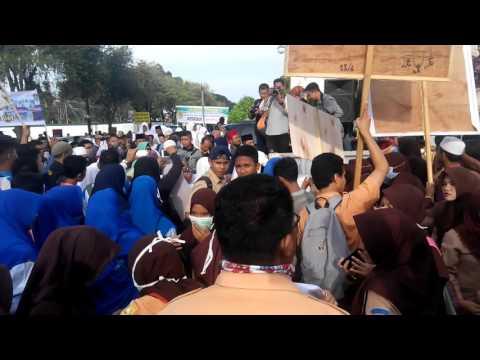 Demo Hari Valentine Day di Banda Aceh