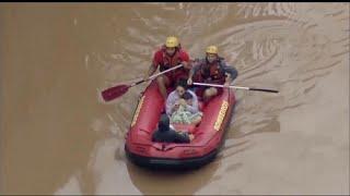 شاهد: مقتل 12 شخصا في فيضانات البرازيل وفرق الانقاذ تستخدم الطوافات لانقاذ العالقين…