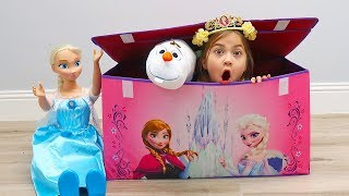 Elsa Delivers New Toys in Big Disney Frozen Surprise Box to Anna with Toy Dolls and More!