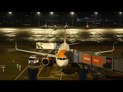 EasyJet to Review Funding Options After Posting $1.1 Billion Loss