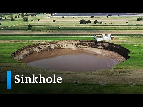Mysterious sinkhole in Mexico has voracious appetite | DW News