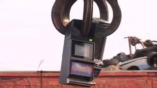 В Тульской области полицейские уничтожили незаконное игровое оборудование(В Тульской области полицейские уничтожили незаконное игровое оборудование Источник: http://mvd.ru/tv_mvd/Telestudija..., 2014-10-16T07:58:40.000Z)
