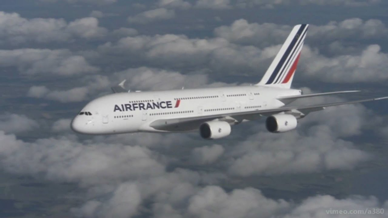 Air france a380 hd in flight air to air youtube for A380 air france interieur