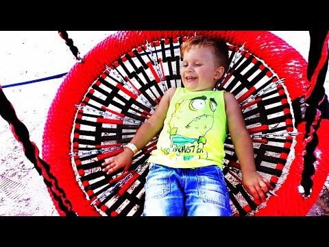 ★ СУПЕР! НОВАЯ ДЕТСКАЯ ПЛОЩАДКА Family Park Рома Играет на площадке Kids Playground Fun Play Family
