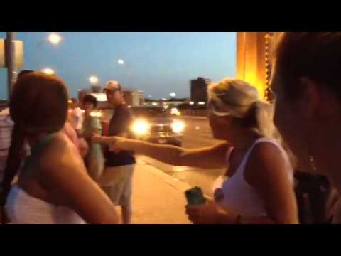 Chicago Tourist encounters Congress Bats