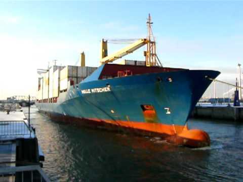 Helle Ritscher 178m Containership in Antwerp locks 1