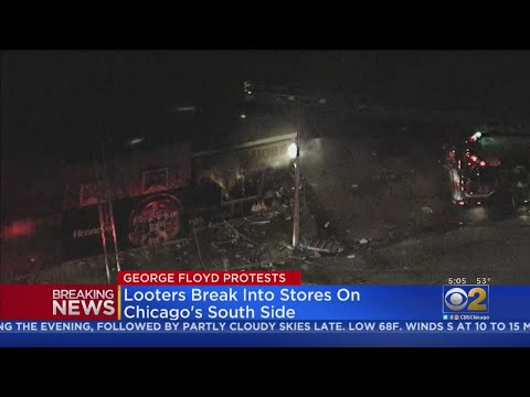 looter's-break-into-stores,-shopping-center-on-chicago's-south-side