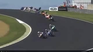 Tai nạn đua moto kinh hoàng 20 tai đua ngã liên tiếp trên đường đua moto GP