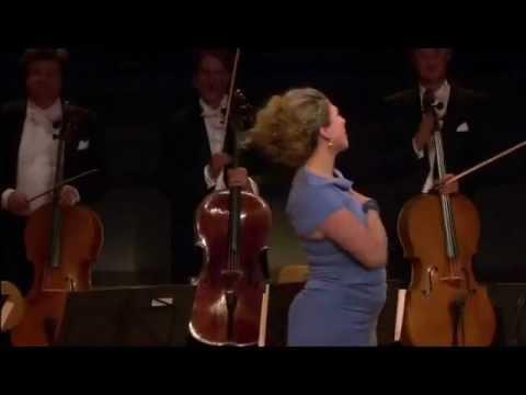"""Annette Dasch sings """"La Vie en rose"""" - LIVE!"""