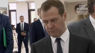 Смотреть видео Поездка Дмитрия Медведева в Санкт Петербург онлайн