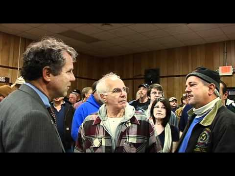 Senator Sherrod Brown visits locked out Cooper Tire workers