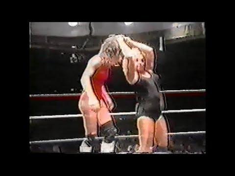 The Fabulous Moolah vs. Rockin' Robin, 11-17-1989
