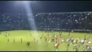 Download Video Rusuh! Detik-detik Suporter Arema Masuk Ke Lapangan di Stadion Kanjuruhan Saat Menjamu Persib MP3 3GP MP4