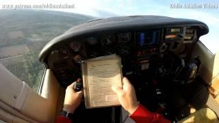 Cessna 210 despegando de pista improvisada en area muy confinada