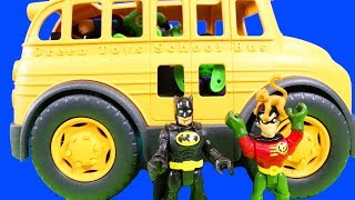 Imaginext Super Heroes & Batman Take A School Bus To The Zoo And Hulk Feeds The Penguins