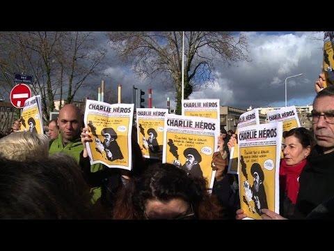 Lyon: des milliers de personnes dans les rues