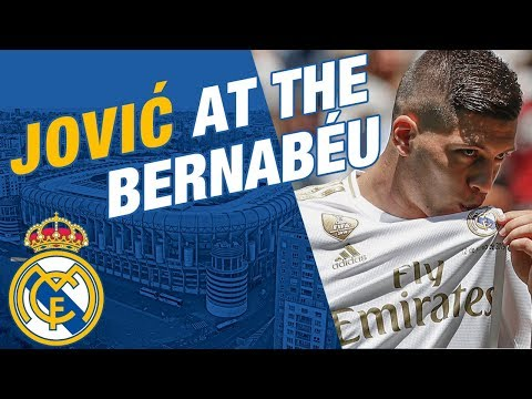 LIVE   Luka Jović takes to the Bernabéu pitch!