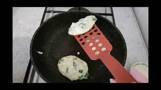 Диетические ленивые пирожки с луком и яйцом без муки