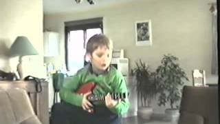 """Lewis sings """"She Goes Nana"""" (6de verjaardag, 16-3-1992)"""