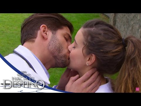 ¡El primer beso de Fernanda y Carlos! - Un camino hacia el destino