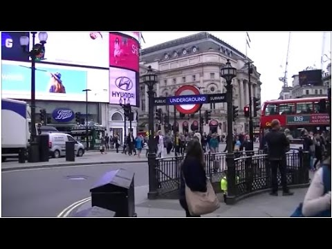 PICCADILLY CIRCUS TO NOTTHING HILL BY TUBE LONDON
