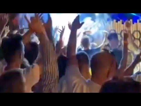 Desfase en El Puerto de Santa María, bailando, cantando y saltando sin mascarillas