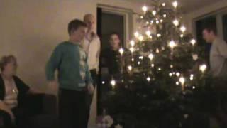 Dansen  om juletræet 2.MPG