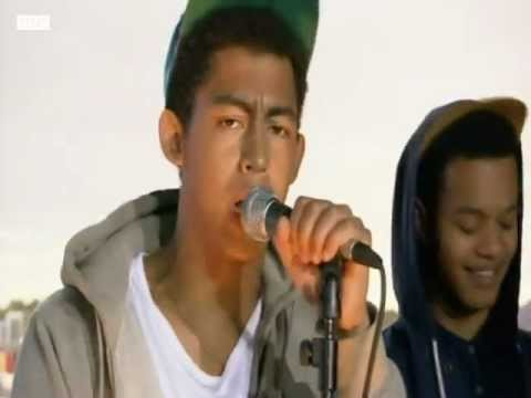 Rizzle Kicks - Down With The Trumpets (LIVE) [HQ]