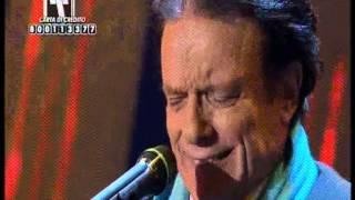 Telethon 2012: Massimo Ranieri canta Amara terra mia accompagnato dalla Paolo Belli Big Band
