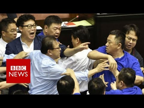 Taiwan's parliament resumes brawl - BBC News