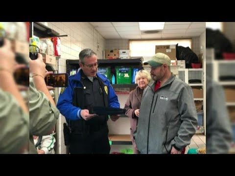 Kylie - GOOD VIBES: Homeless Man Finds $17,000 Outside of Food Bank, He Turns It In
