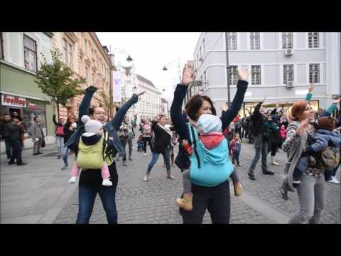flashmob Kangaroo Moms SIBIU babywearing
