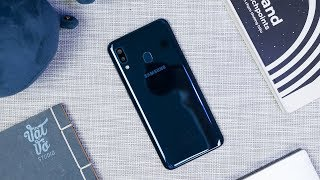 Mở hộp Samsung Galaxy A20: 4 triệu, màn HD+ //Săn Khuyến Mãi