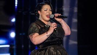 Kiki deVille performs
