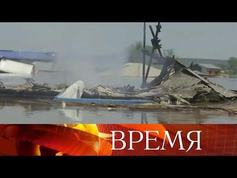 В результате наводнения в Иркутской области уже есть погибшие, но пик паводка еще впереди.
