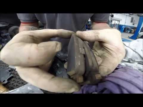 Nissan Qashqai J11 Rear Brake Pads Replacement