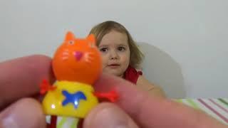 Свинка Пеппа Пиг пакетики с игрушками сюрприз открываем игрушки Peppa Pig surprise blind bags toys(Распаковывает пакетики с игрушками и карточками Свинка Пеппа Пиг Unboxing open blind surprise bags with toys and cards Peppa Pig Спаси..., 2015-04-06T11:41:26.000Z)