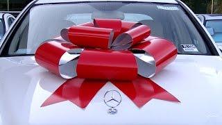 Как надо дарить подарки девушке - автомобилисту! :) На 14 февраля, 8 марта, да просто день рождения(Легко и короткое видео, но не мог не выложить на канал! Снял сегодня утром, думаю девушке было приятно! Сплош..., 2016-02-08T08:26:45.000Z)